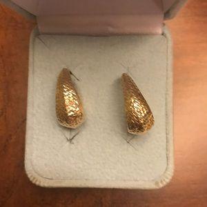 Jewelry - 14K gold earrings🌺🌺🌺